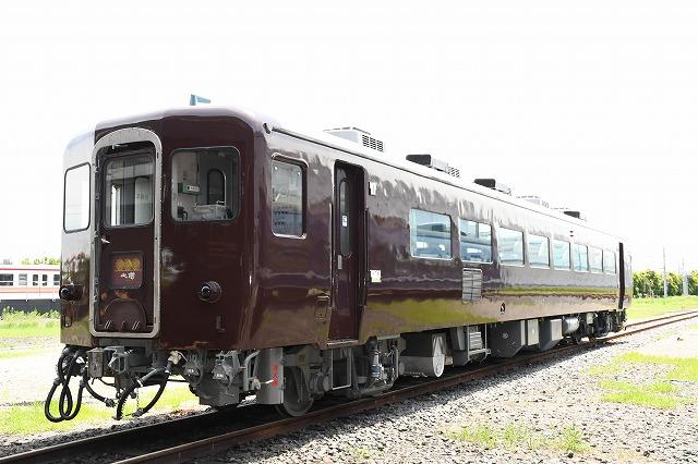 東武鉄道:14系客車「ぶどう色2号」へ塗装変更
