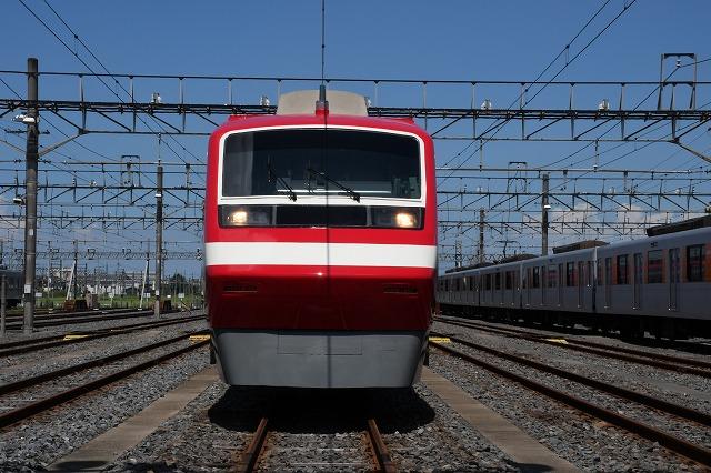 東武鉄道:200型を1800系カラーリング「りょうもう」として運行中